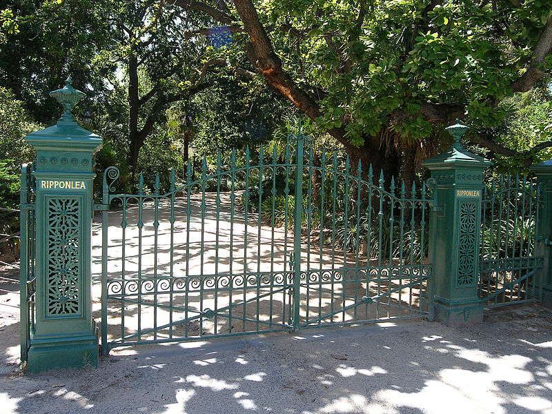 800px-Rippon_Lea_front_gates