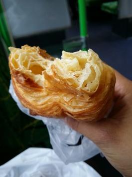 Croissant no caminho pra escola!